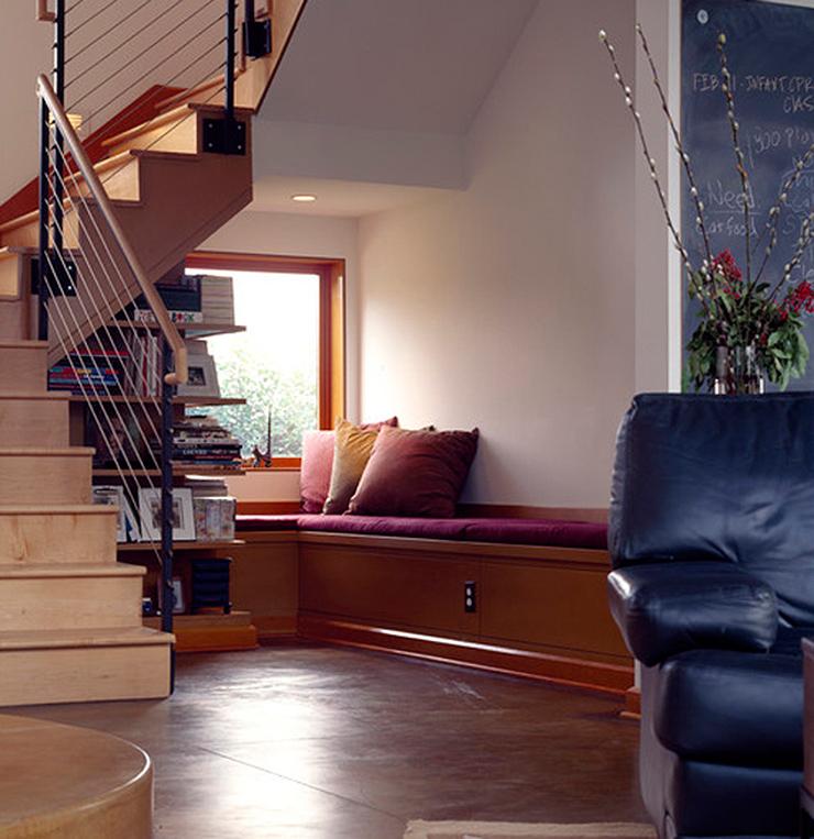 Ideas para aprovechar el espacio bajo las escaleras el for Sofa bajo escalera